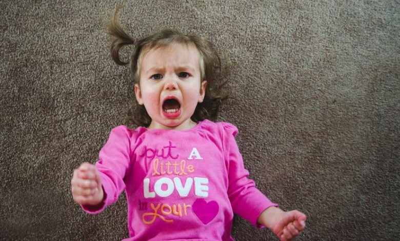التعامل مع نوبات غضب الطفل