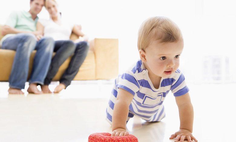 تطور الطفل في عامه الأول