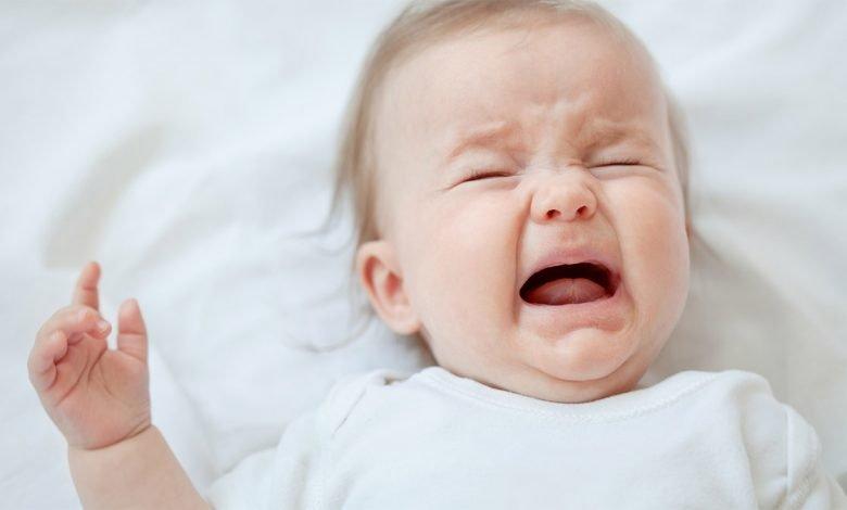 أسباب بكاء الرضع