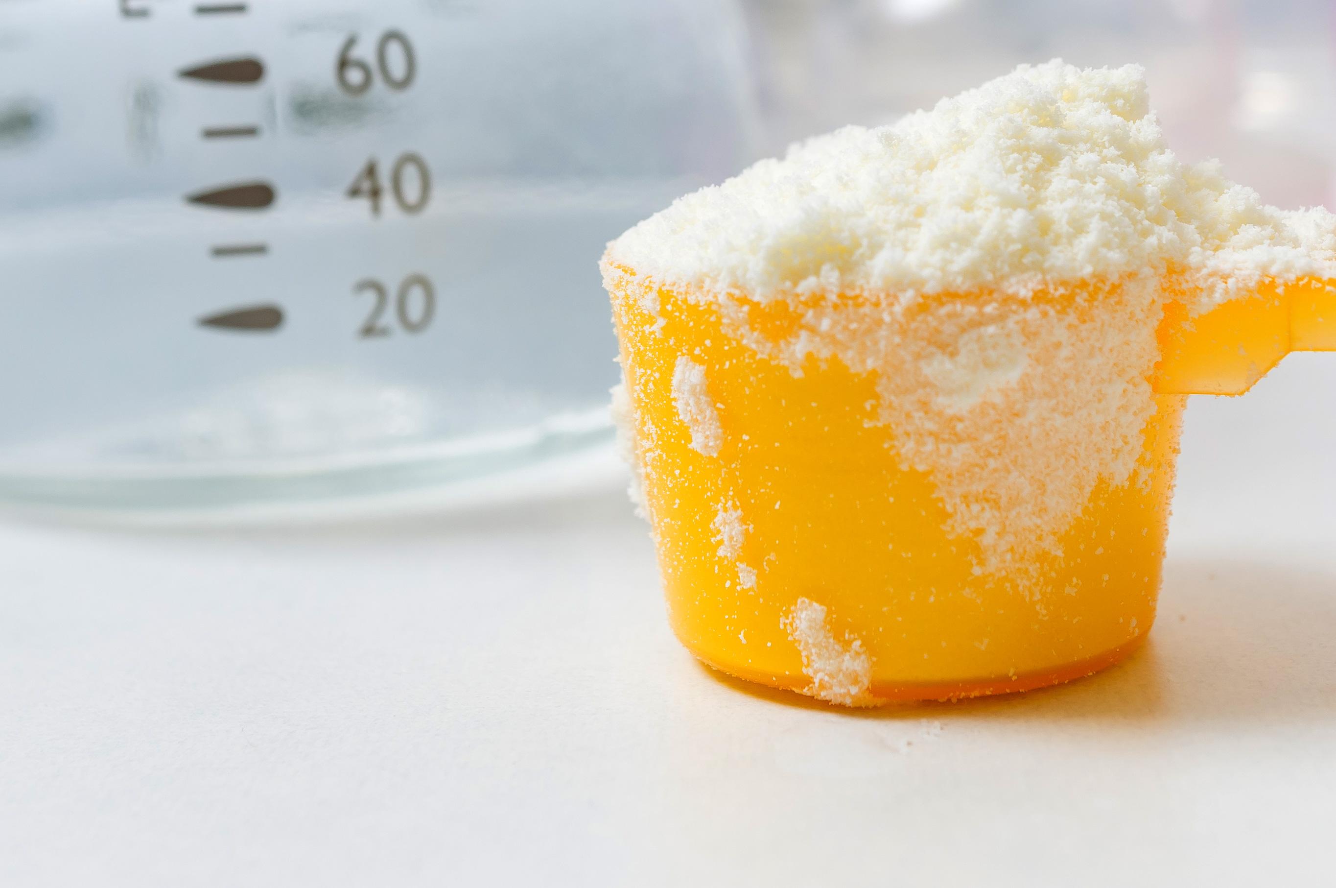 فوائد واضرار الحليب الصناعي