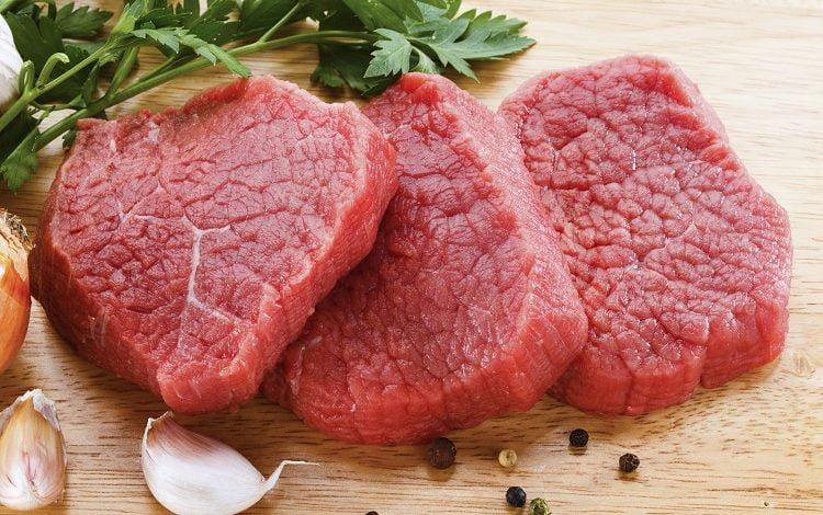 تناول اللحوم والكبدة في الحمل