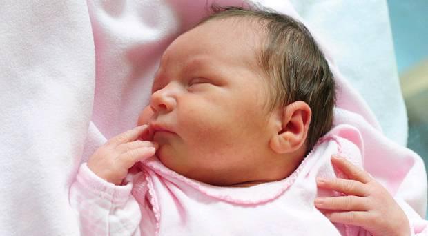 تطور الطفل في الشهر الأول
