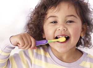 العناية بأسنان الطفل