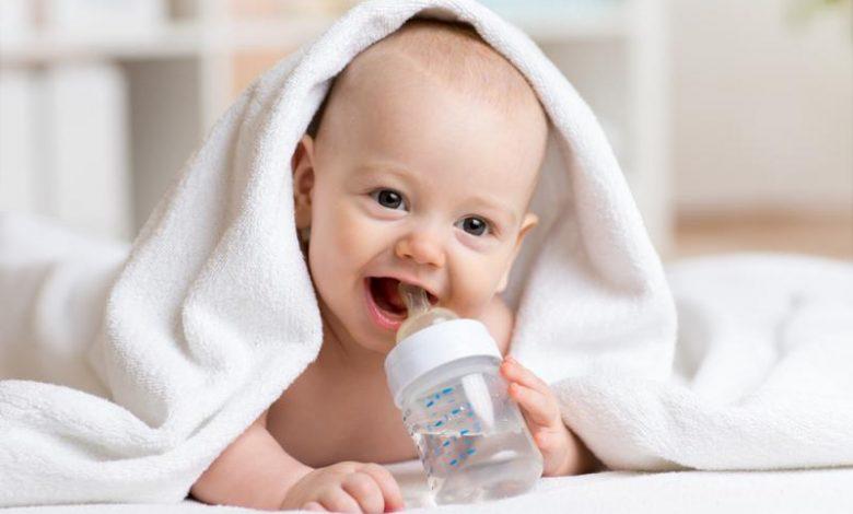 علامات عطش طفلي الرضيع
