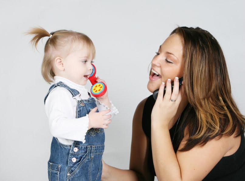 كيف أساعد طفلي الرضيع تطوير لغته
