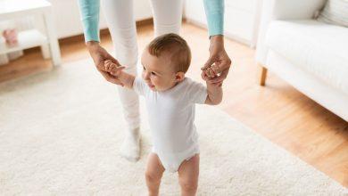 كيف أساعد طفلي الرضيع على المشي؟