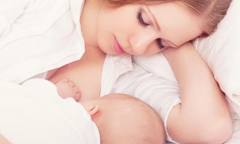 عض الثدي أثناء الرضاعة