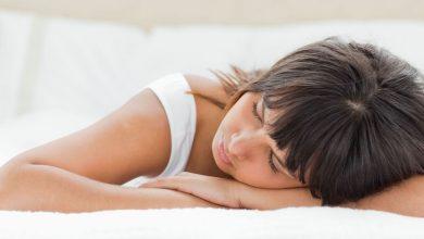 أضرار نوم الحامل على البطن