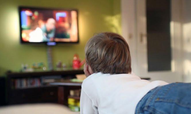 أضرار مشاهدة التلفزيون للأطفال