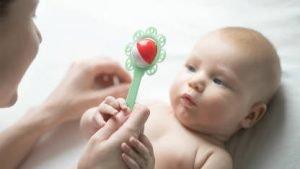 ألعاب الطفل فى أول شهر من عمره