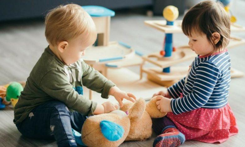 ألعاب الأطفال من عمر سنة لعمر سنة ونصف
