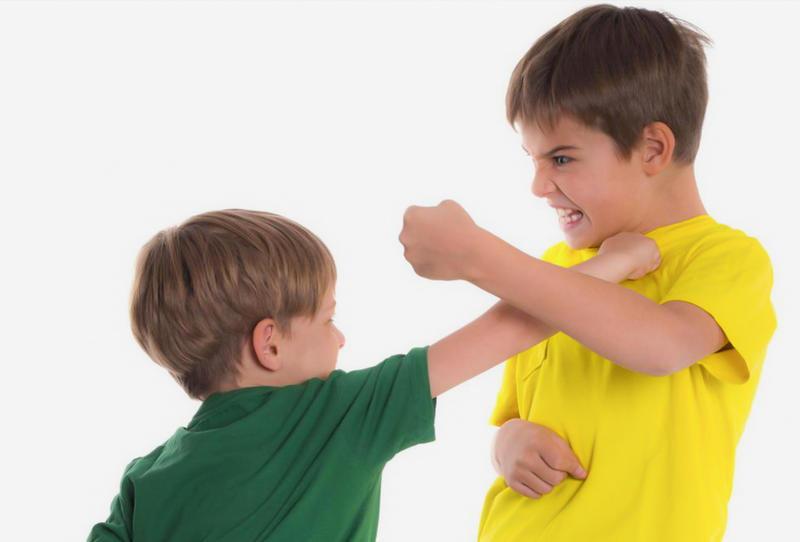 ماذا أفعل إذا تعرض طفلي للضرب؟