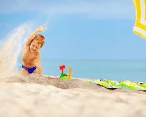 فوائد لعب الطفل بالرمل
