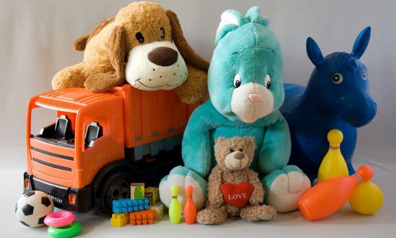 شراء ألعاب كثيرة للطفل