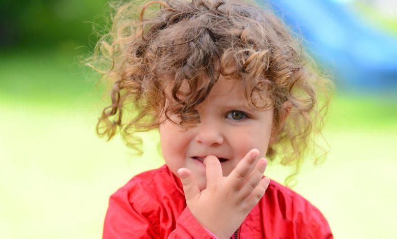 قضم الأظافر عند الأطفال