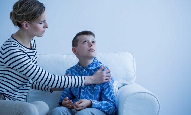 علاقة الطفل التوحدي بوالديه