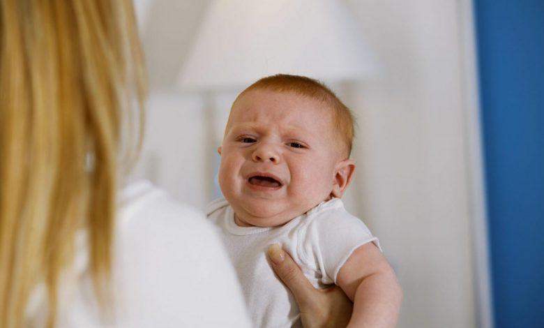 ماذا يسبب الصراخ في وجه الرضيع