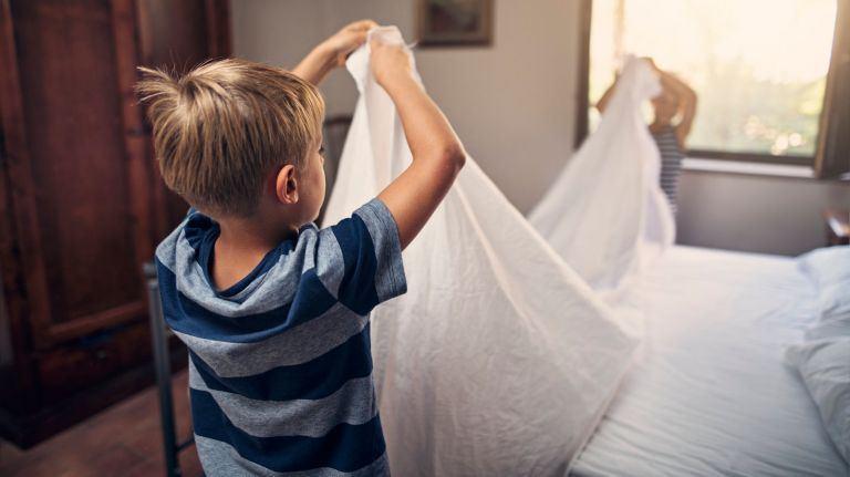 الأعمال المنزلية المناسبة للأطفال