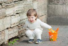 التصرف مع بكاء الطفل خارج المنزل