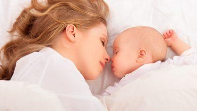 طريقة النوم الصحيحة بعد الولادة القيصرية